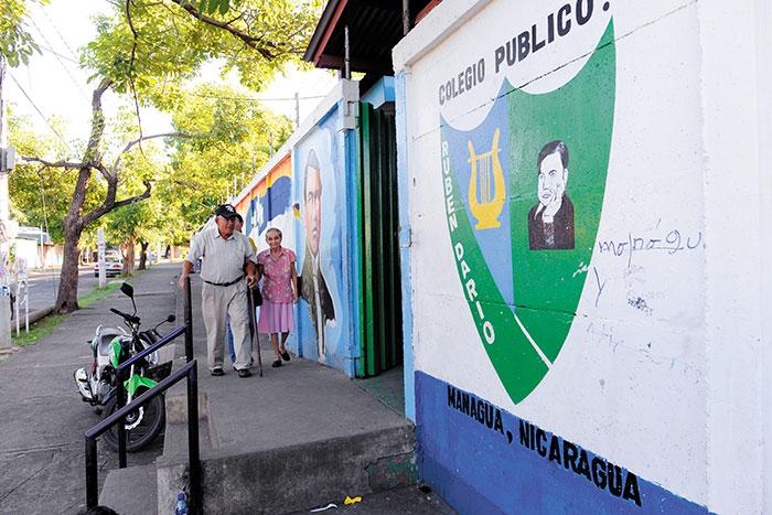 Centros de Votación que en procesos electorales anteriores han estado llenos lucieron vacíos este domingo. LA PRENSA/L. GUTIERREZ.