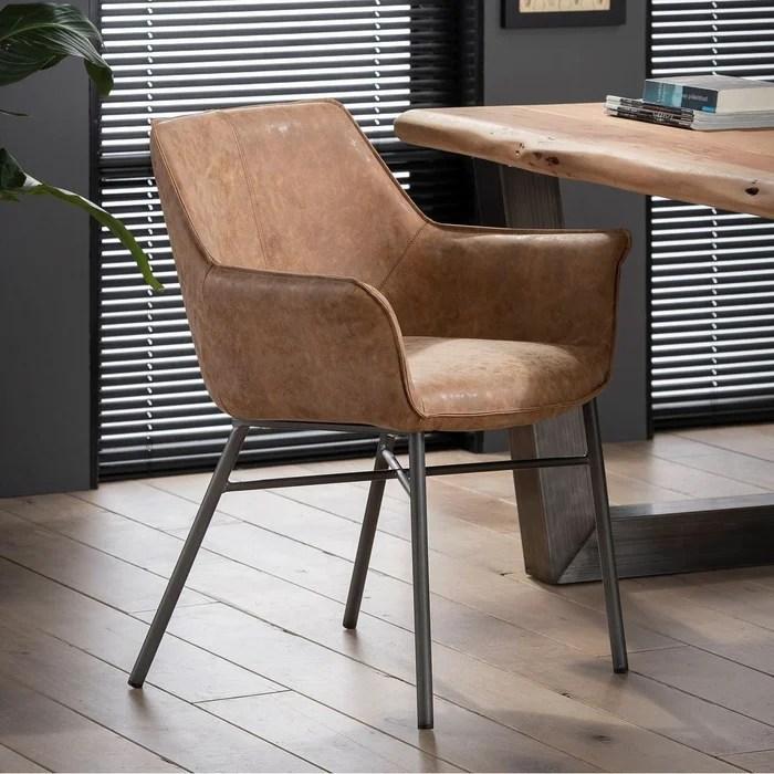 chaise contemporaine avec accoudoirs en tissu camel patine melbourne