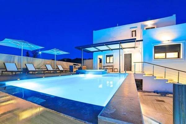 Ferienwohnungen/Ferienhäuser: 2 Neue Villen nebeneinander, Pool, separat/gemeinsam zu mieten am Kournas-See (max. 8 Personen)