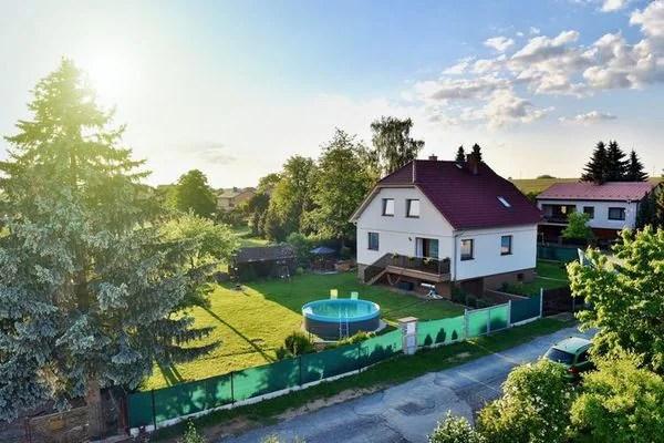 Ferienwohnungen/Ferienhäuser: Alleinstehende Villa im Sudböhmen mit dem Gartenpool im umzaunten Garten (max. 9 Personen)