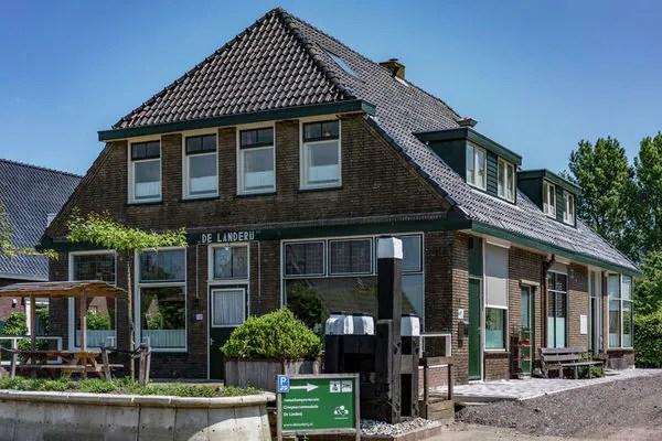 "Ferienwohnungen/Ferienhäuser: ""De Landerij"" liegt in dem Ort Scherpenzeel. (max. 22 Personen)"