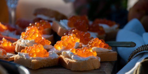 Hvordan plukke opp kaviarpumper med smør