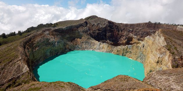 Территория Азии не зря привлекает туристов: озёра вулкана Келимуту, Индонезия