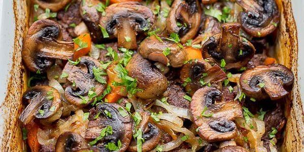 Thịt bò với bông cải xanh trong nước tương với mật ong và gừng