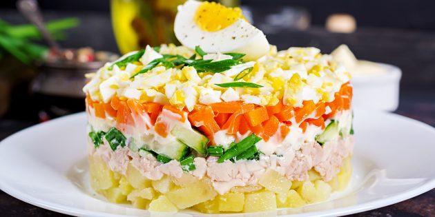 Как приготовить салат из печени трески с картошкой, солёными огурцами и сметаной