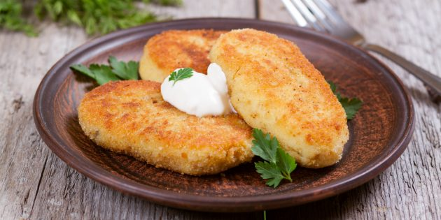 Potato cakes from mashed potatoes