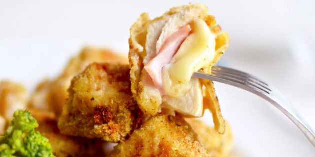 हैम और पनीर के साथ चिकन नगेट्स