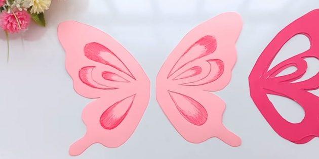 Cắt các chi tiết màu hồng trên các mạch bên ngoài