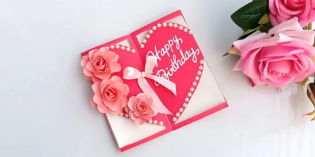วิธีทำการ์ดในรูปแบบของหัวใจที่มีดอกไม้สำหรับวันเกิดด้วยมือของคุณเอง