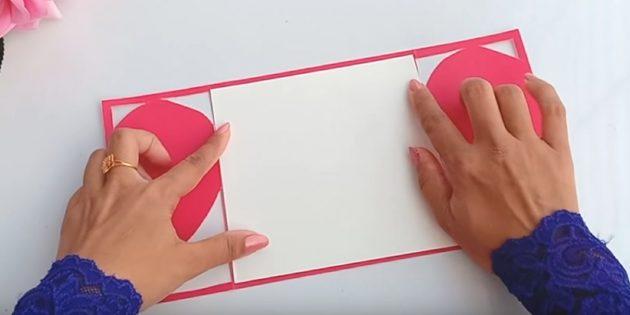 قطع من عنصر الورق الأبيض إلى حجم الجزء الخلفي من البطاقات البريدية