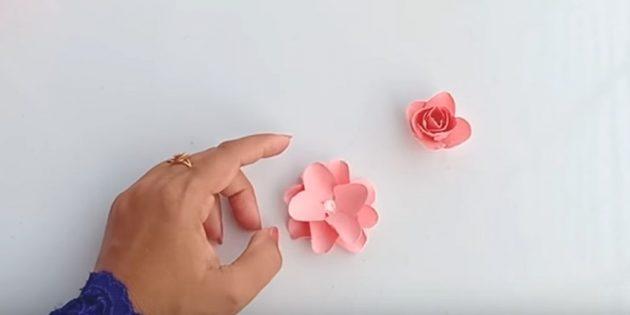 Grußkarte für Ihre Hände: Kleben Sie die Schnittteile, um eine üppige Blume zu erhalten