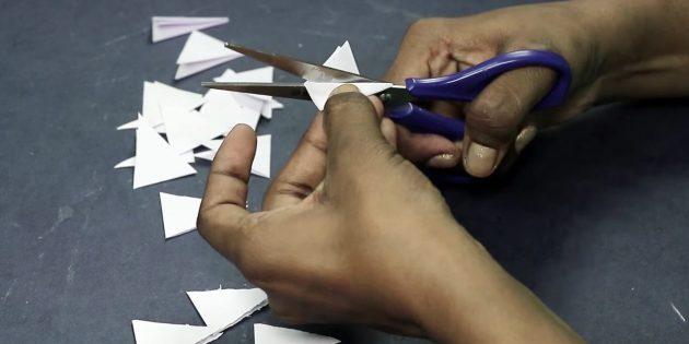 Grußkarte für Ihre Hände: Schneiden Sie die Dreiecke von Weißbuch