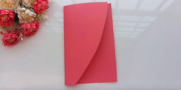 Piega la carta del lampone attraverso la metà