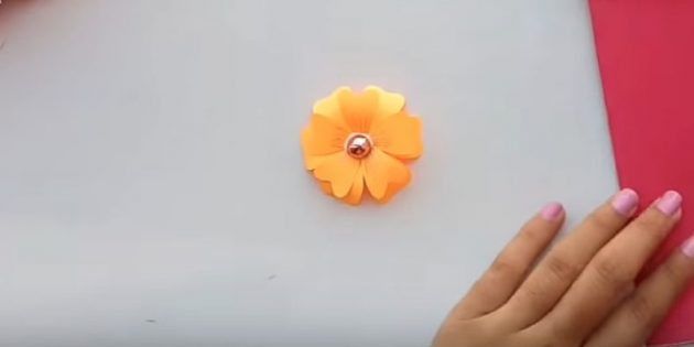 Dính hoa thứ hai vào đầu tiên