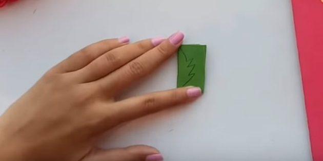 Grußkarte für Ihre eigenen Hände: Schnitt aus grünem Papierblättern