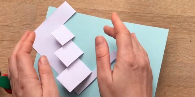 Piega le parti tagliate, come mostrato nella foto