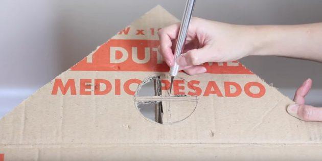 Kattehus med egne hænder: Tegn og skære et lille vindue med en ramme