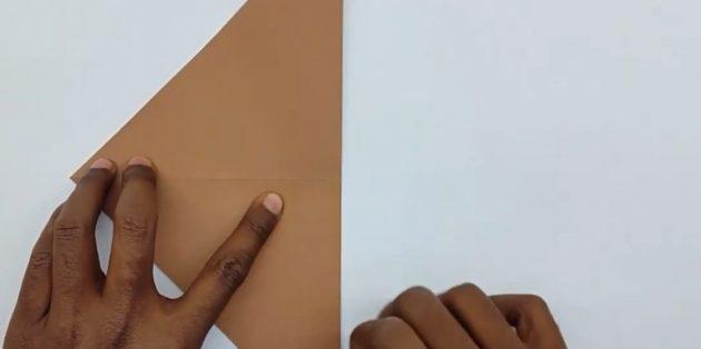 как сделать конверт: согните бумажный квадрат