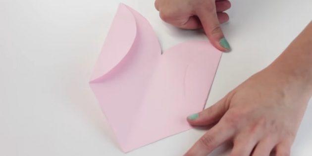 конверт своими руками: загните боковые стороны