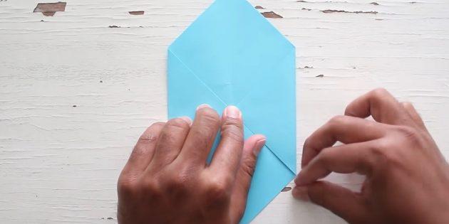 конверт своими руками: загните правый угол