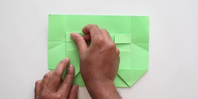 конверт своими руками без клея: согните бумагу спереди