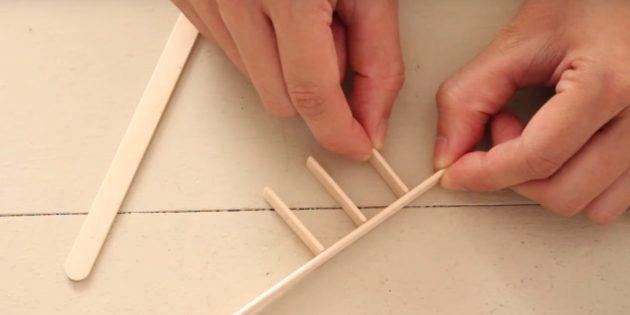 Игрушки на ёлку своими руками: склейте палочки