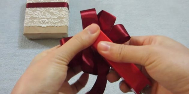 How to make a bow: Fix the tape