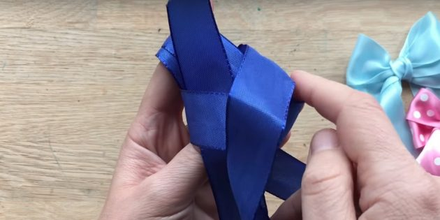 how to tie a bow: skip the tip in the loop