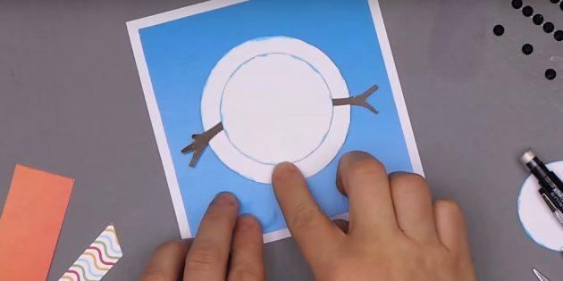 چگونه یک کارت پستال سال نو را بسازید: شروع به تشکیل یک آدم برفی کنید