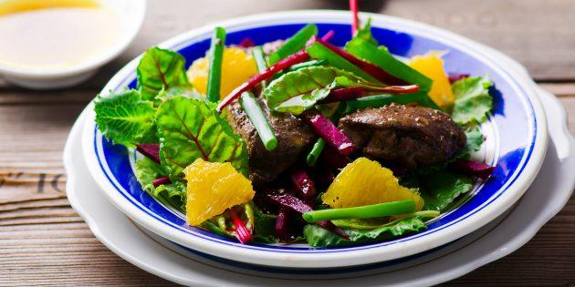 Salad hangat dengan hati ayam, oren dan madu: resipi mudah