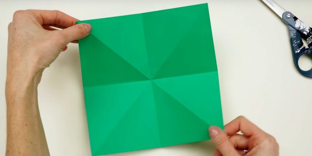 Christmas tree with your own hands: Make one more fold
