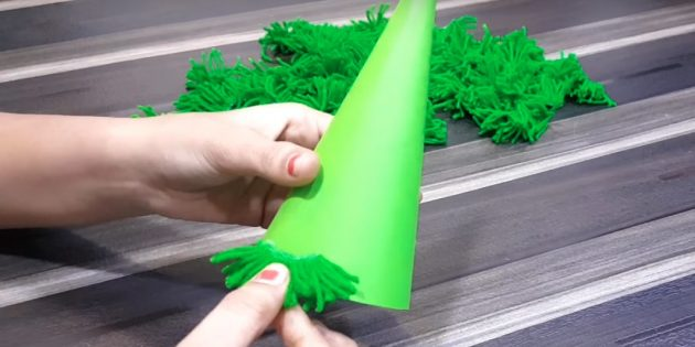 Como fazer uma árvore de natal: pau um item para o cone