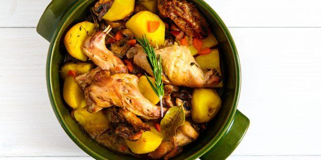 Nyúl egy edényben burgonyával és sárgarépával a sütőben: Egy egyszerű recept