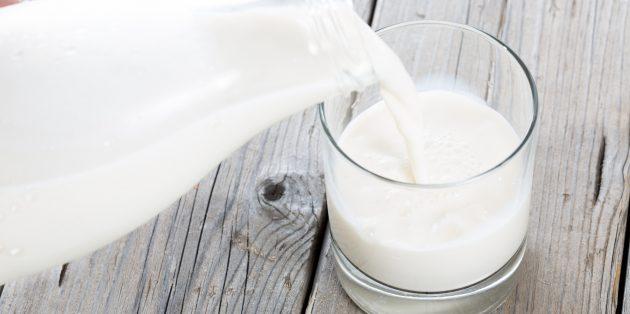 Полезные напитки перед сном: тёплое молоко