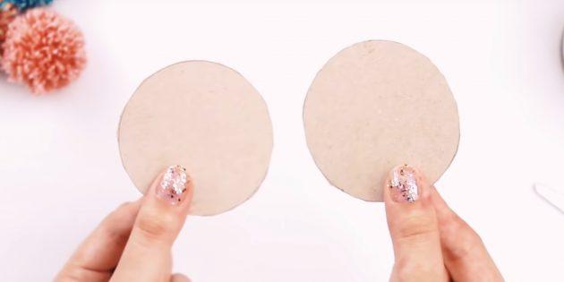 Comment faire un pompon: couper les cercles