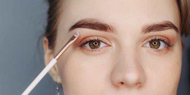 কিভাবে সুন্দর eyebrows করতে: আকৃতি জোর দেওয়া, হালকা ছায়া বা ভ্রু এলাকায় হালকা ছায়া বা consilers মাধ্যমে হাঁটা