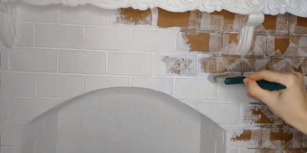 Kendi ellerinizle dekoratif bir şömine nasıl yapılır: Renkli beyaz mat boya şömine