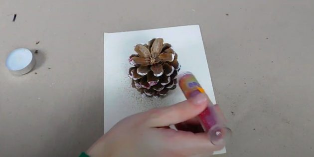 Kendi ellerinizle bir şamdan nasıl yapılır: Sparkles ile peluş çarpı