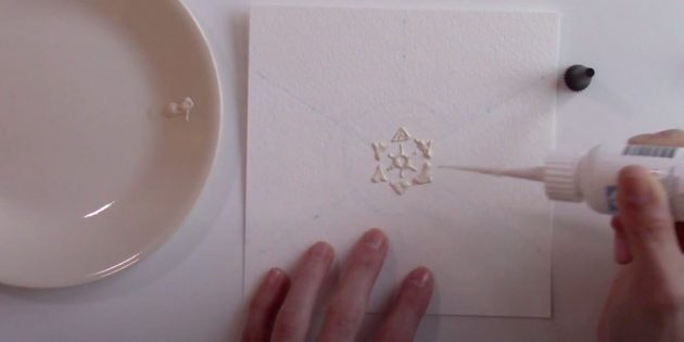 Start drawing with glue snowflake