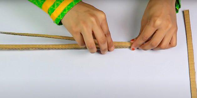 Поделки на 8 Марта: склейте картонный стержень