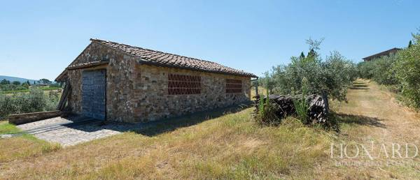 Lovely Tuscan Farm Building On Chianti39s Hills Lionard