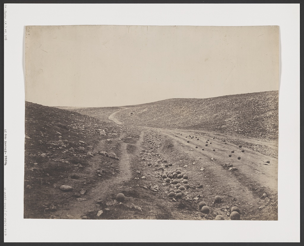 Valley of the shadow of death (1855), Photo by Roger Fenton, Library of Congress (Reproduction No. LC-DIG-ppmsca-35546) (PD)