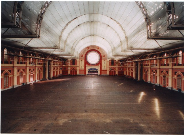 Alexandra Palace in London | Nearby hotels, shops and restaurants ...