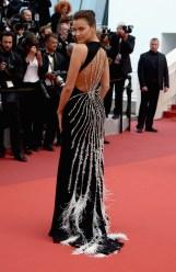 Irina Shayk, égérie L'Oréal en Miu Miu