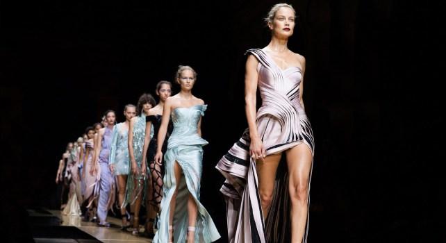 Atelier Versace : La maison ne défilera plus durant la semaine de la Haute Couture