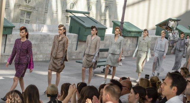 Chanel Couture Défilé Automne-Hiver 2019 : Un Paris littéraire s'installe au coeur du Grand Palais