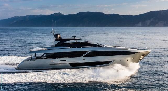 Riva 110′ Dolcevita : Le yacht prestigieux superstar des océans