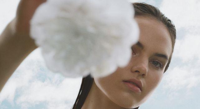 Beauté : Quels sont les indispensables à avoir dans son vanity cet été?