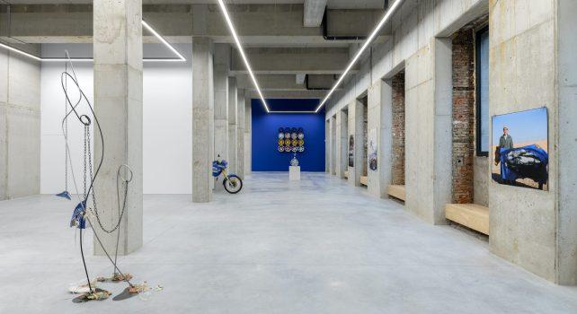 «Tout est Bleu» : La nouvelle exposition signée Julien Boudet chez Stems Gallery