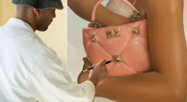 Valentino Collezione Milano «On Canvas» : La Maison collabore avec cinq artistes pour sublimer ses accessoires